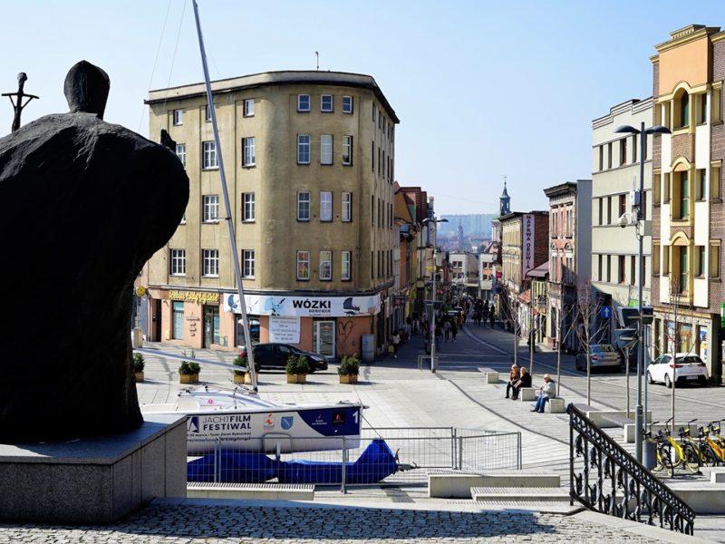 Z Bazyliki widok na ulicę Powstańców