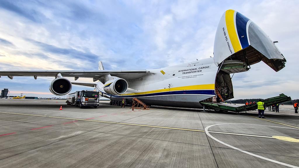 Samolot Antonow An124 Rusłan rozładunek